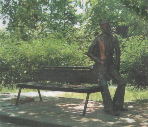 Памятник - железный влюбленный в Барнауле